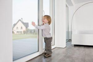 Пластиковые окна в детской – надежная защита от шума и пыли