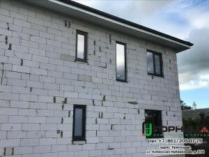 Монтаж окон из профиля Elex 70 мм с ламинацией антрацит в частном доме в станице Старонижестеблиевской. Фото 3