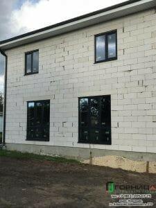 Монтаж окон из профиля Elex 70 мм с ламинацией антрацит в частном доме в станице Старонижестеблиевской. Фото 4