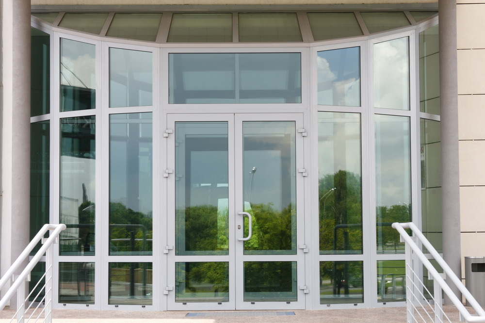 Алюминиевые двери и витражи. Система C48(холодная) и W62(теплая) рамного остекления