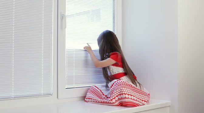 Украшаем окна в детской комнате