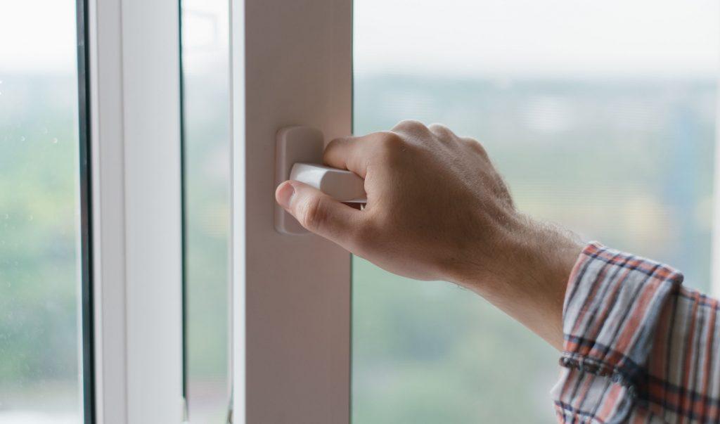 5 советов по обслуживанию, чтобы продлить срок службы ваших дверей и окон