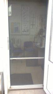 Москитная сетка на металлопластиковую дверь
