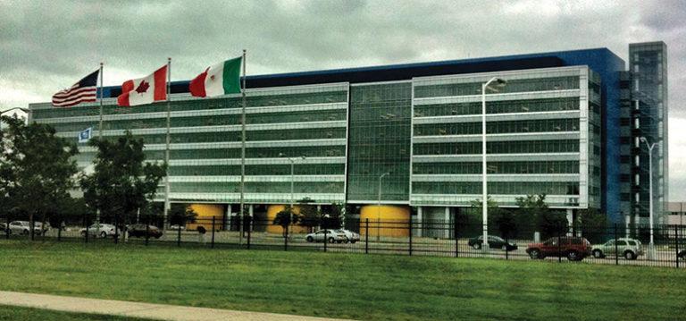 Стеклянные фасады технического центра General Motors в Детройте