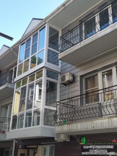 Небуг. Остекление балконов в таунхаусе. Профиль Elex70 стеклопакет solar silver.  Спил перил, решение по облагораживанию нижней плиты